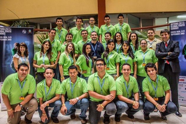 Estudiantes seleccionados becados por Cisco para ser parte de BYND 2015  junto con Gustavo Sorgente Director de Cisco para la región de Centro América, el Caribe y países andinos de sur América y Cristina   McGlew, Responsabilidad Social Corporativa de Cisco para América Latina