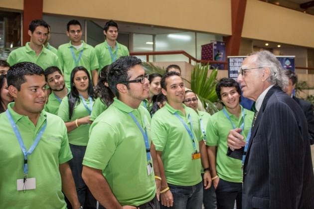 Howard Charney, Vicepresidente Senior de Cisco, hablando con los estudiantes, durante el encuentro en Costa Rica