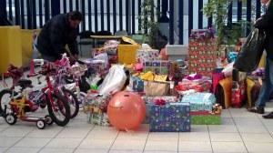 Más de 300 juguetes entre pelotas, bicicletas, patinetas, muñecas y carros entre otros fueron entregados a los pequeños