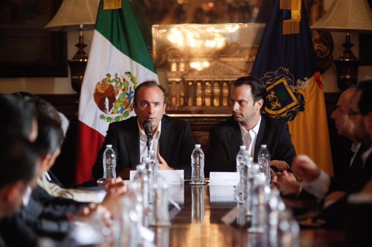 Jordi Botifoll, Presidente Cisco America Latina y Mauricio Navarro, presidente del Fideicomiso Ciudad Creativa Digital Guadalajara, durante la firma del MoU en Guadalajara