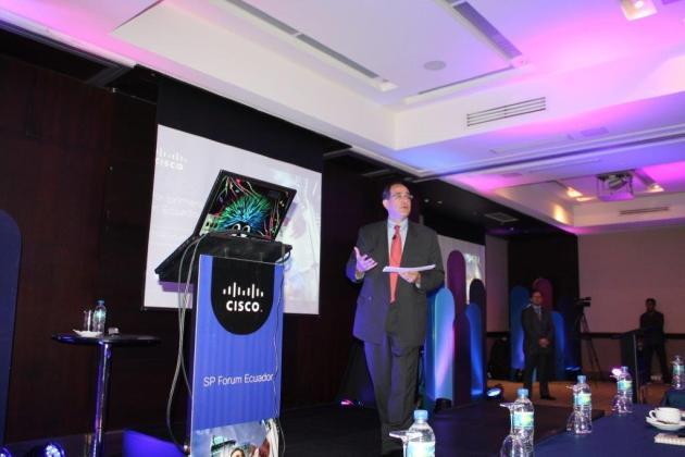 Juan Carlos Orozco, presentando durante el SP Forum en Ecuador, Noviembre 19, 2014