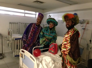 A los niños que estaban en cirugía los Reyes Magos también les dejaron sus regalos