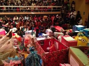 320 niños recibieron su regalo