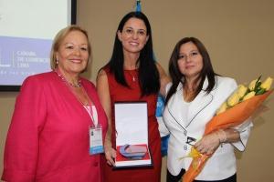 (de izq. a derecha) Yolanda Torriani del Castillo, Presidenta de la Comisión de Desarrollo de la Mujer Empresaria CCL. Alba San Martín, Directora de Cisco Systems Perú y Bolivia. Ana María Mendieta Trefogli, Viceministra de la mujer.